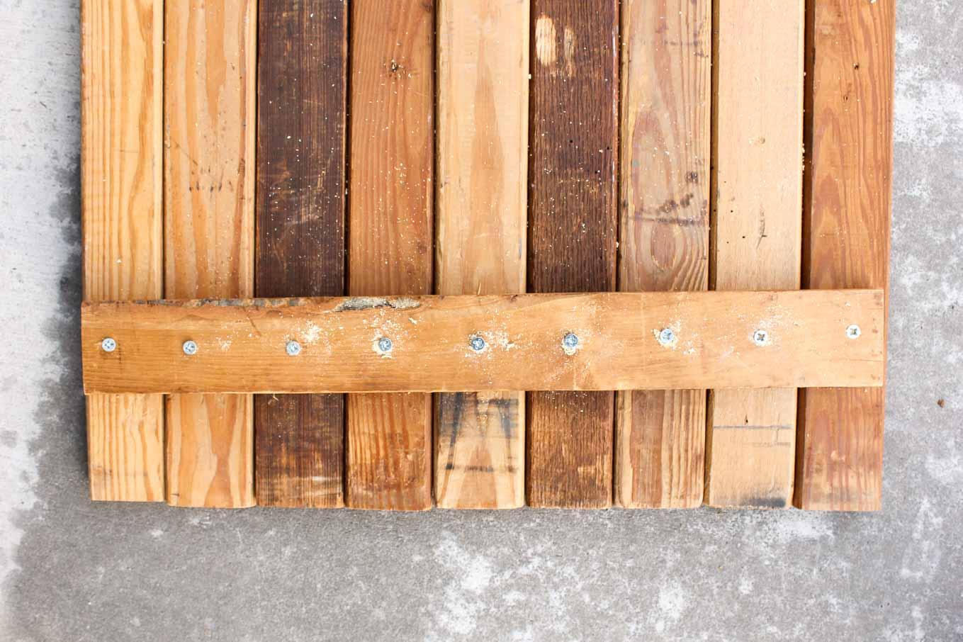 Instructions for how to build a double-sided DIY photography background out of reclaimed wood or new lumber. Perfect backdrop for blog photos, a wedding photo booth and Instagram or Etsy shots. Click for the full tutorial.   MakeAndDoCrew.com