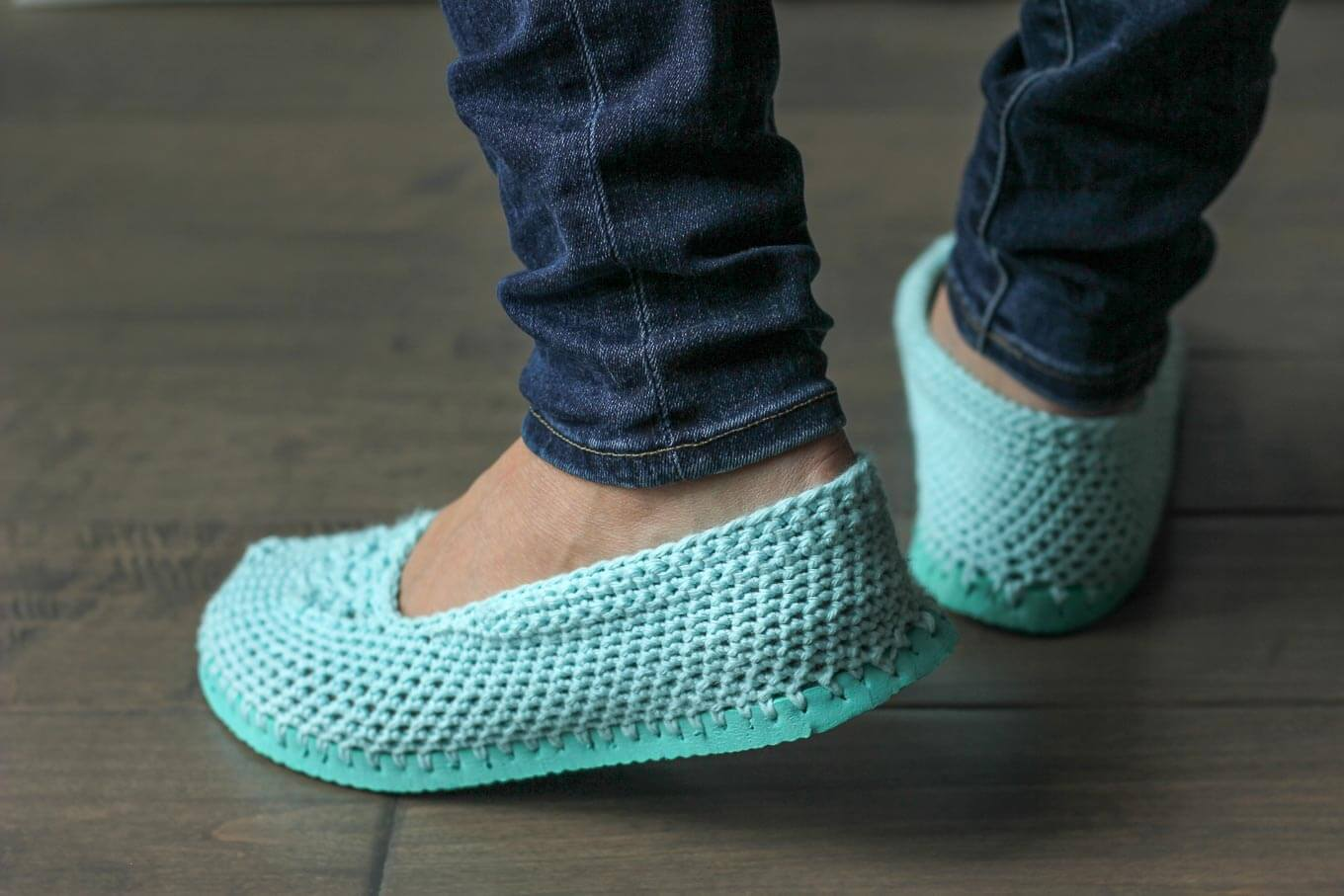 Crochet Patterns Using Flip Flops : Free Crochet Slippers Pattern (With Flip Flop Soles!)