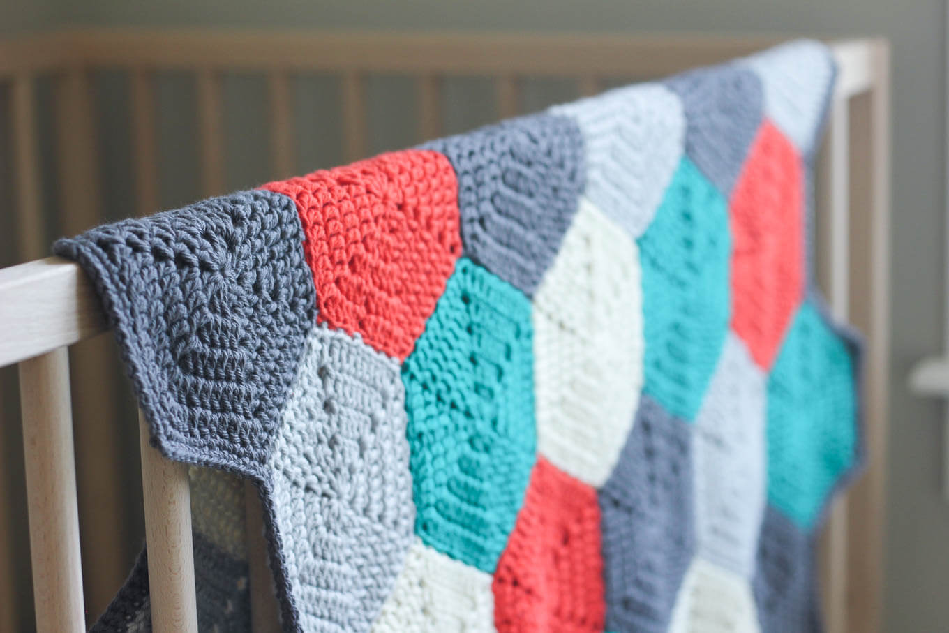 Free crochet baby afghan pattern that looks great in gender-neutral colors, but also works equally well for a boy or a girl. Click for the free pattern and photo tutorial. | MakeAndDoCrew.com