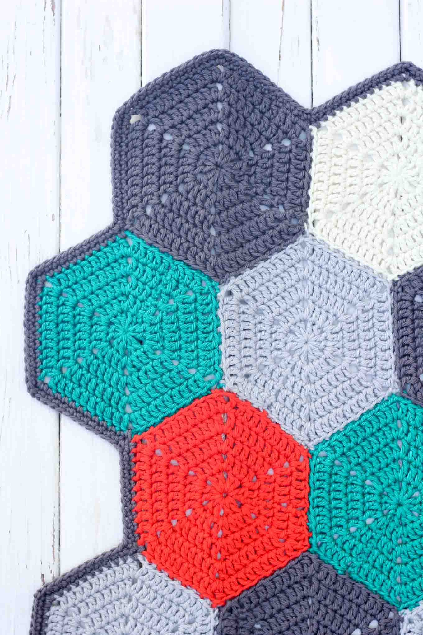 Crocheting Hexagons : This free crochet afghan pattern is customizable, so you can use it to ...