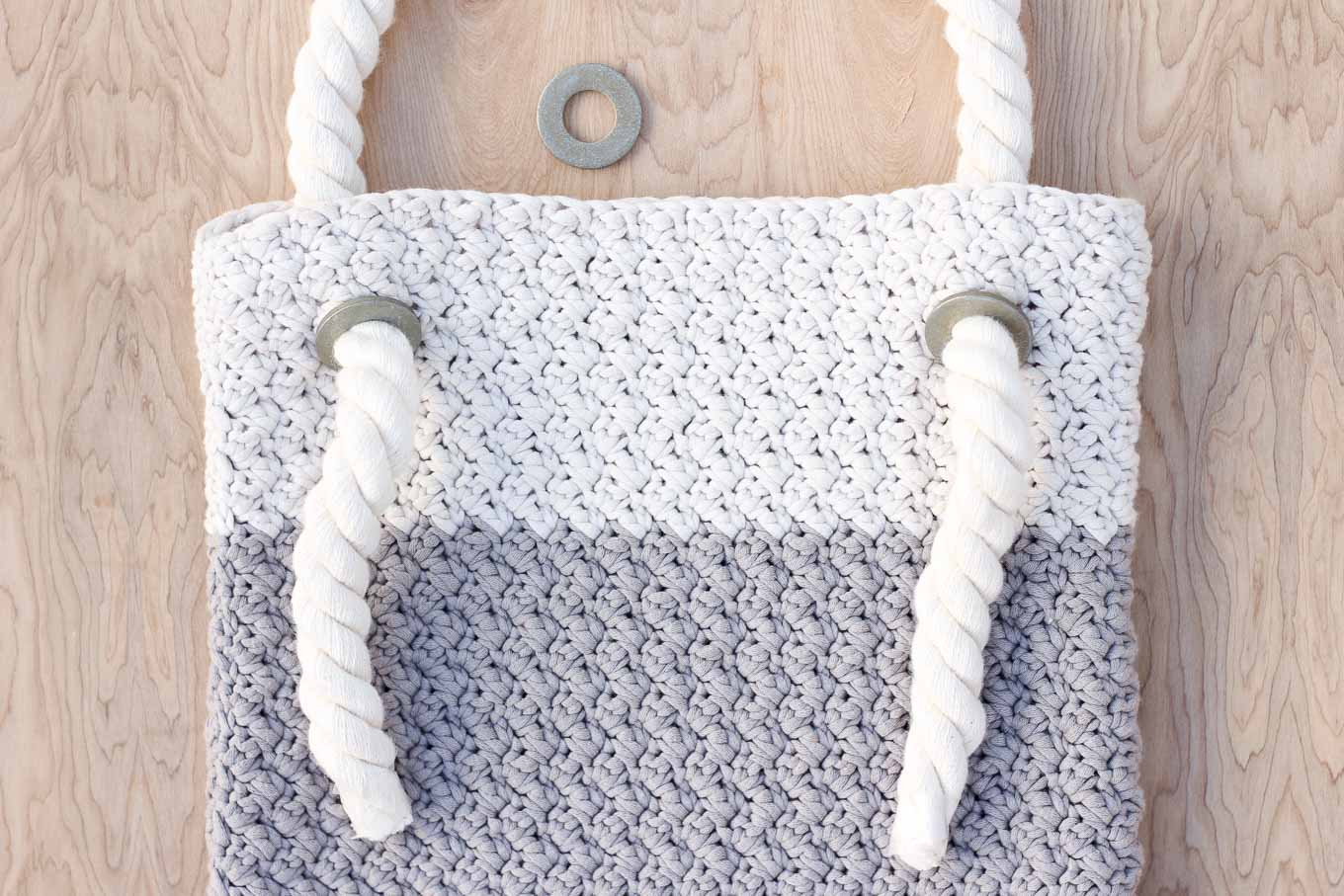 "This free crochet bag pattern for beginners is deceptively simple. Neutral colors and a beautiful texture combine in the perfect modern tote or oversized purse. Click for the full ""Suzette"" stitch tutorial and free bag pattern. 
