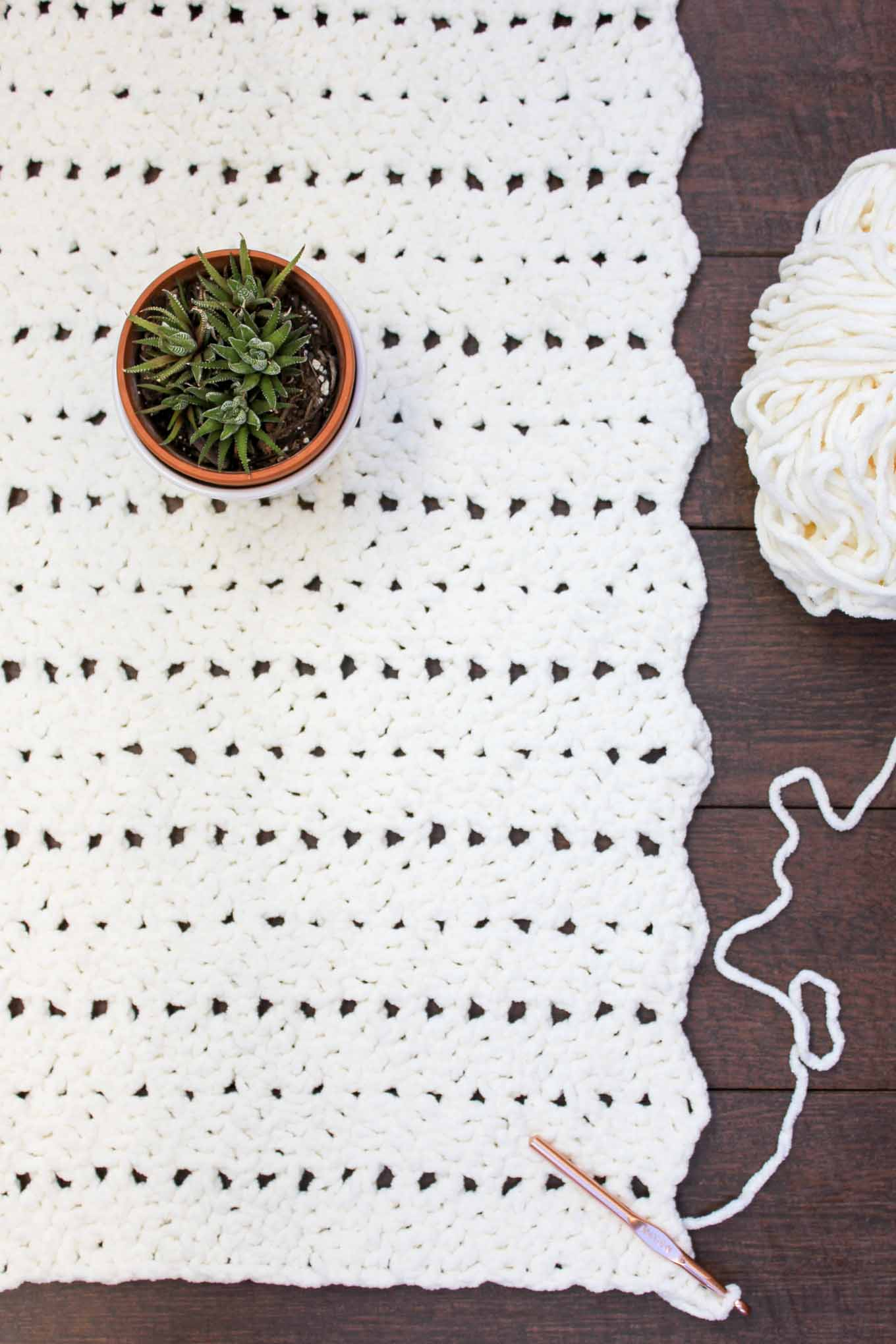 Crochet Stitches Chunky : This chunky crochet blanket pattern is great for beginners and works ...