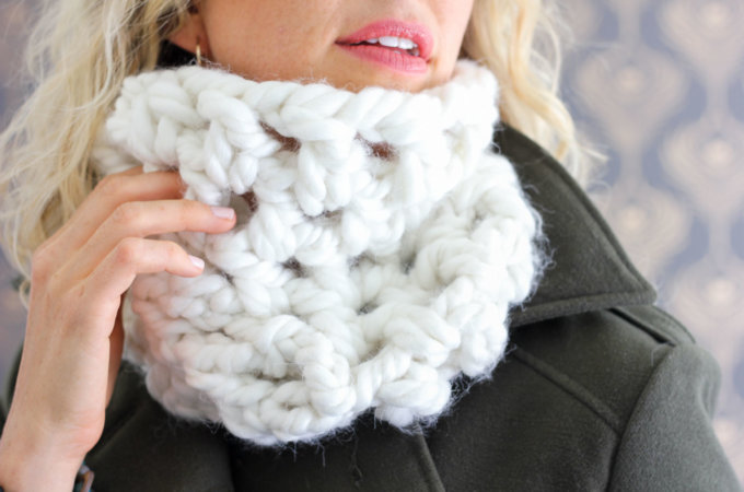 One Hour Chunky Cowl – Free Crochet Pattern