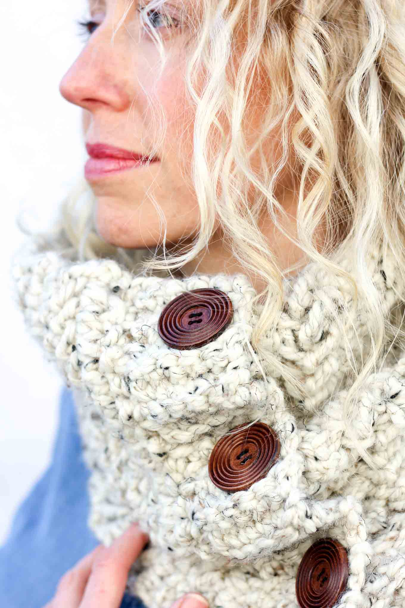 Modern, earthy crochet project for a young woman. Great DIY gift idea using inexpensive yarn. Free crochet cowl pattern!