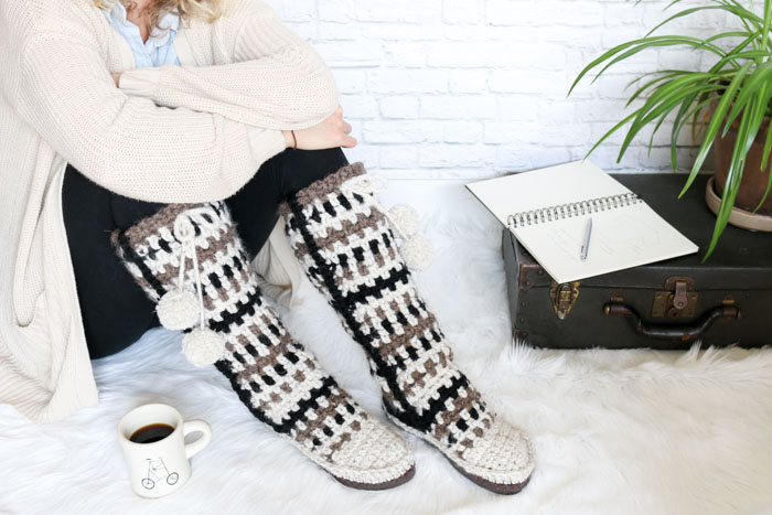 Neutral colors make these crochet mukluks modern and perfect for fall and winter. Made using the moss stitch and Lion Brand Wool-Ease Thick & Quick in Barley, Wheat and Black.