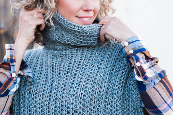 How to crochet a turtleneck cowl poncho using half double crochet through the back loop only. Free pattern from Make & Do Crew.