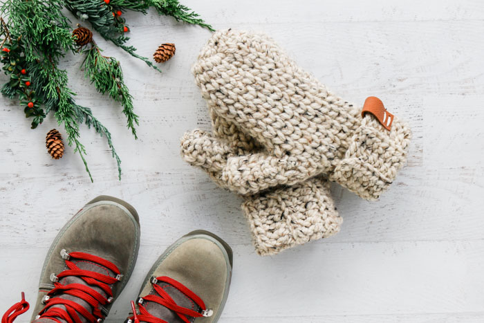 3 Hour Chunky Crochet Mittens - Free Pattern + Detailed Tutorial