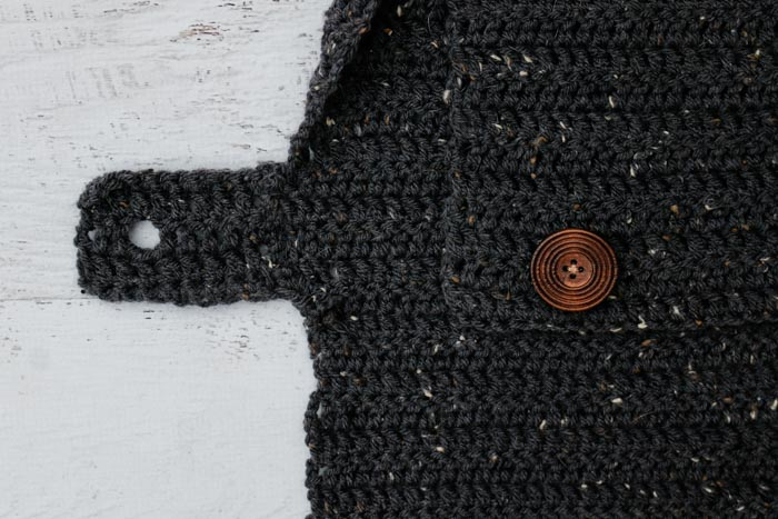 how to crochet a dog sweater with no leg holes (and a button fastener instead). Free pattern.