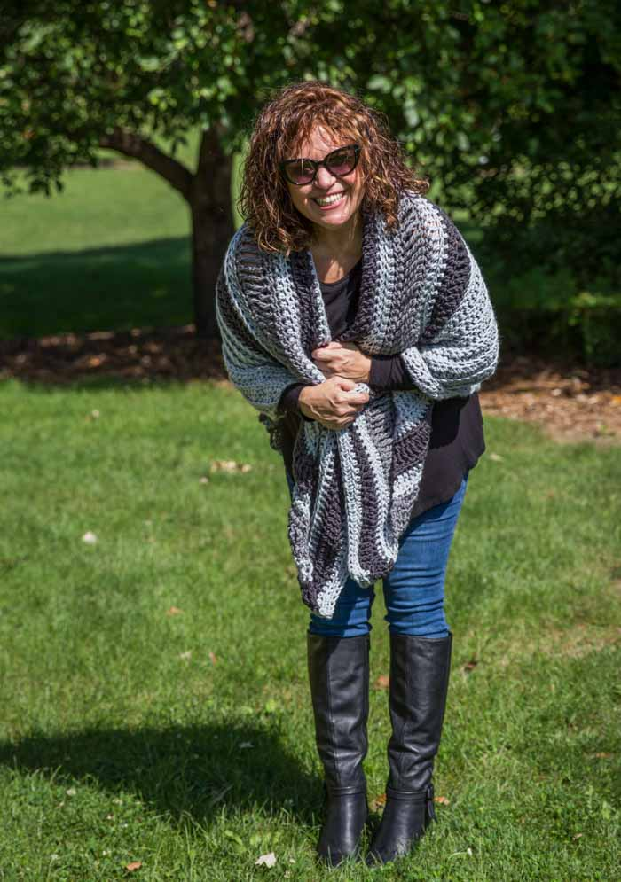 Free crochet shawl pattern using chunky yarn (Lion Brand Color Made Easy).