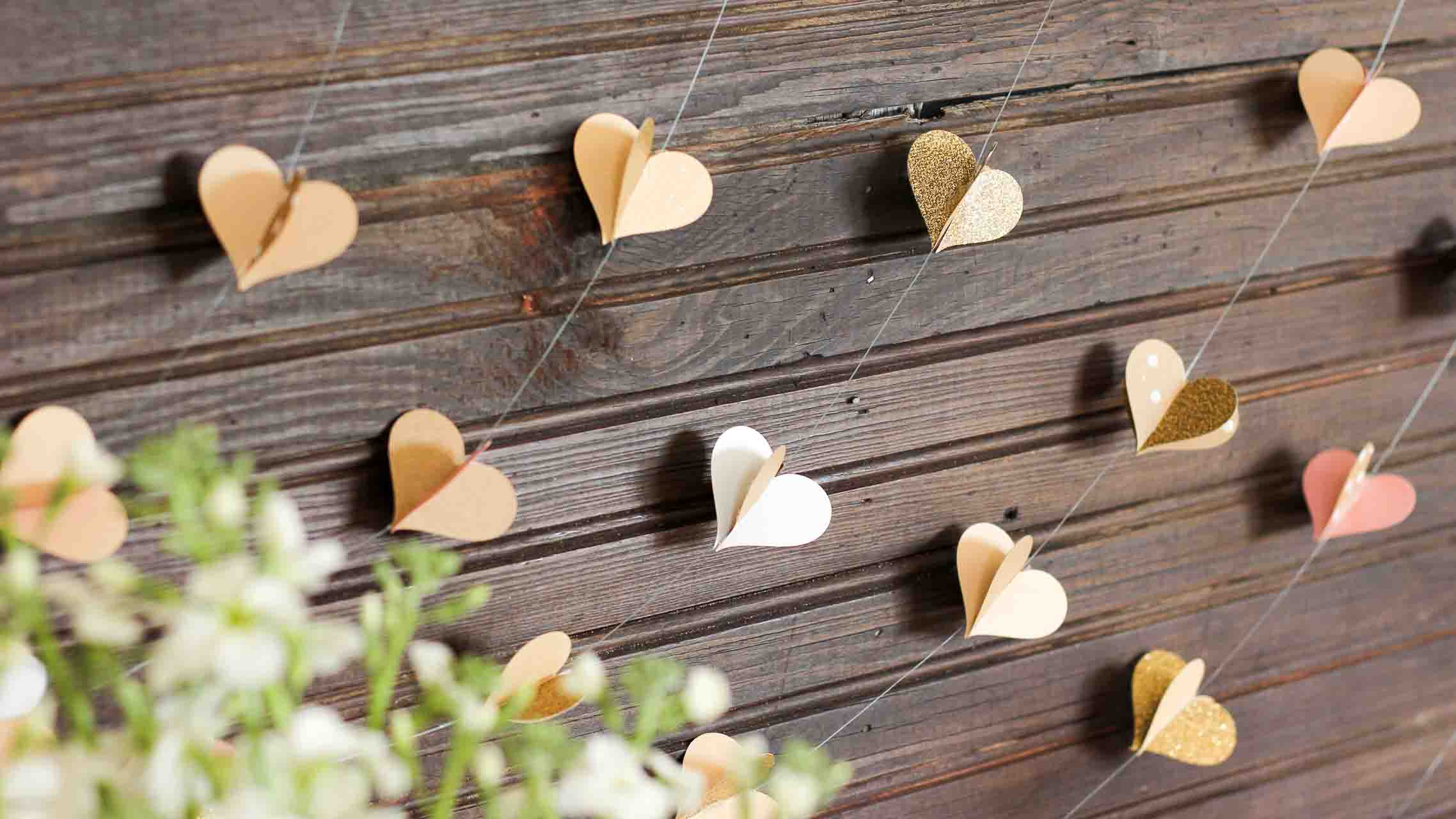 Diy paper heart garland wedding photo booth backdrop solutioingenieria Choice Image