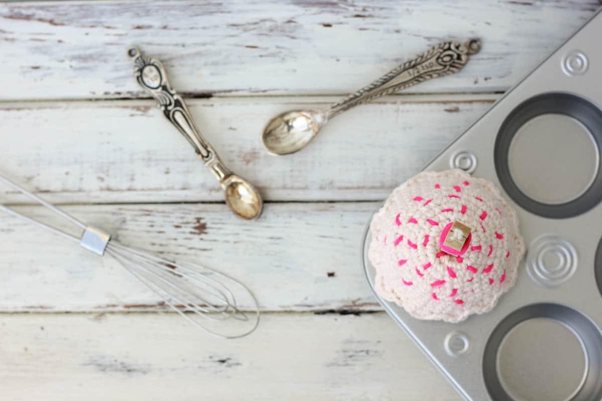 Free-Amigurumi-Crochet-Cupcake-Pattern