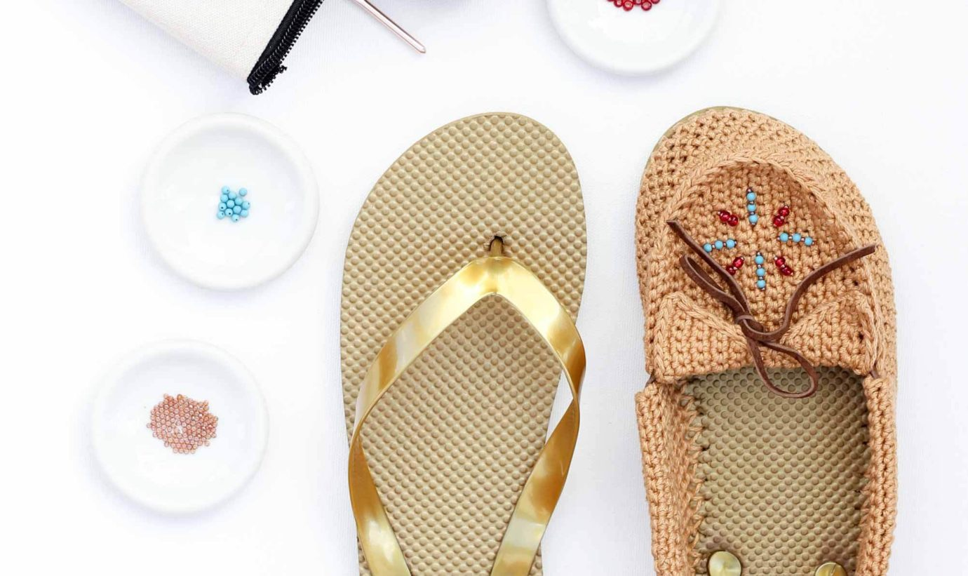 Calling all boho fans! Learn how to crochet shoes with flip flop soles with this free crochet moccasin pattern and video tutorial!