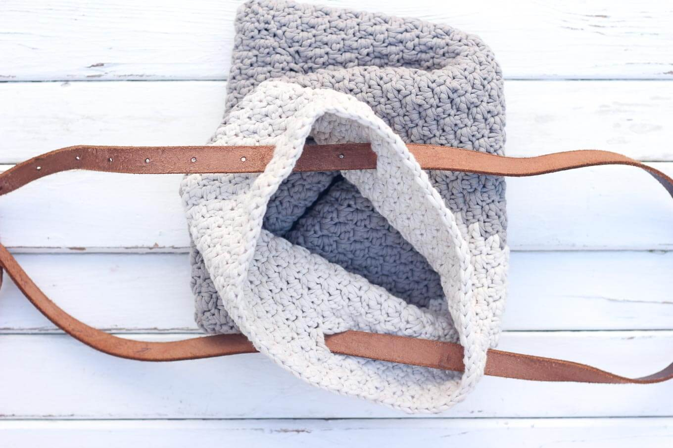 "Learn how to use a simple leather belt to update the free ""Suzette"" crochet bag pattern for fall. Video tutorial and free crochet pattern! Bag made with Bernat Maker Home Dec yarn in clay."
