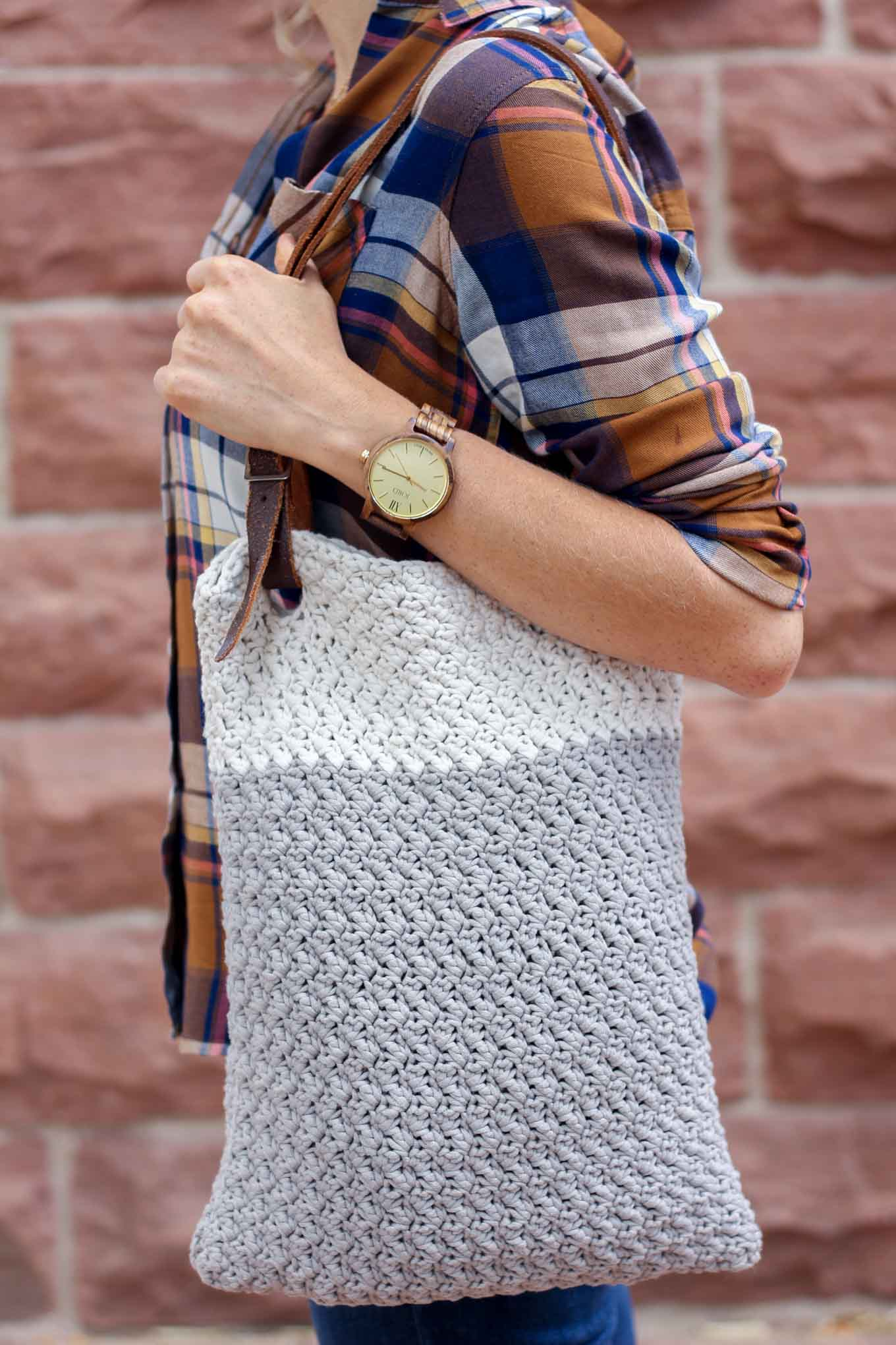 "Learn how to use a simple leather belt to update the free ""Suzette"" crochet bag pattern for fall. Pair this simple bag with a unique watch from JORD Wood Watches for the perfect minimalist fall statement pieces. Bag made with Bernat Maker Home Dec yarn in clay."