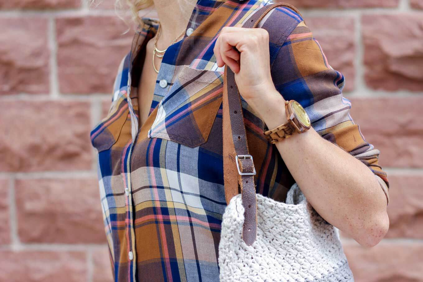 "Learn how to use a simple leather belt to update the free ""Suzette"" crochet bag pattern for fall. Pair this simple bag with a unique watch from JORD Wood Watches for the perfect minimalist fall statement pieces."
