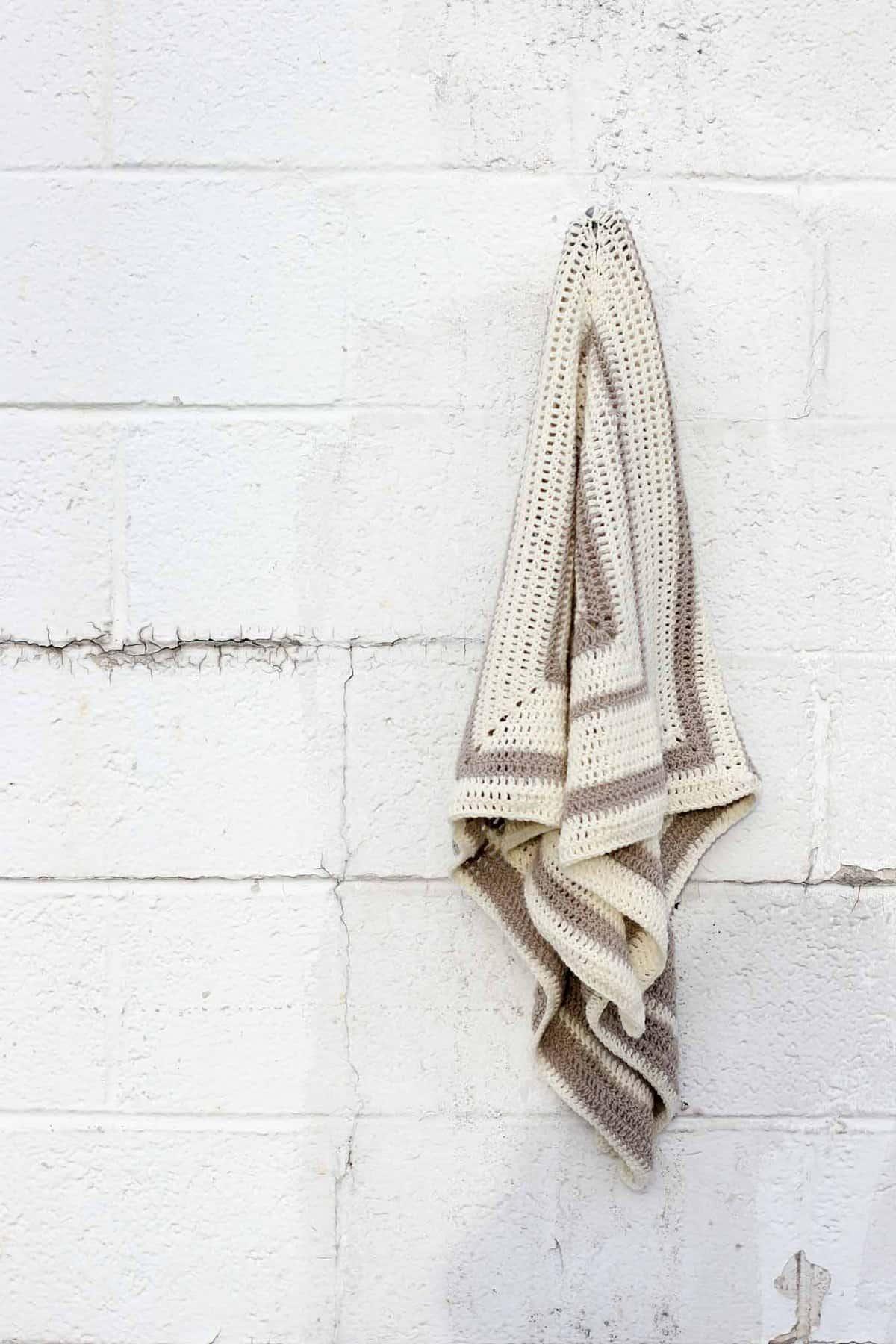 Crochet can be modern! Easy geometric crochet pattern to make a lightweight summer wrap. Free crochet pattern!