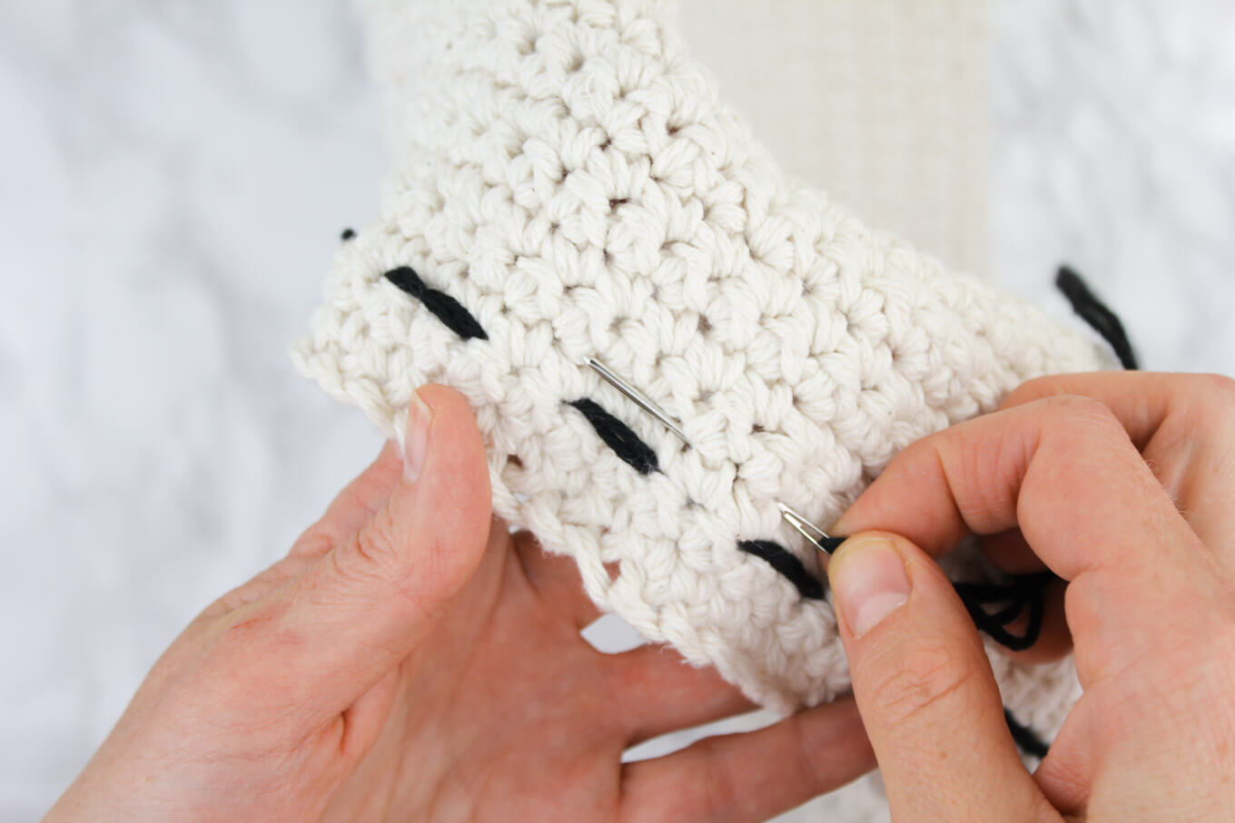 How to embroider on crocheting to make a free pillow pattern.