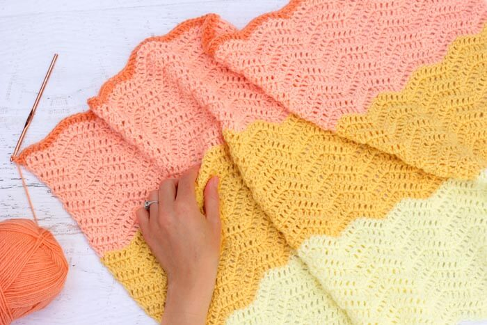 Easy crochet ripple afghan--free pattern