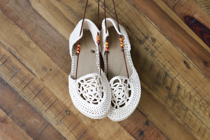 Flip flop crochet pattern to make summer sandals with leather laces and bead accents.