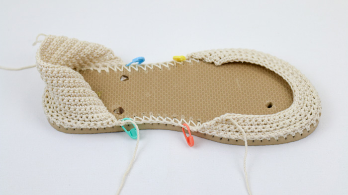 How to crochet espadrilles sandals with flip flops. Free boho crochet pattern.