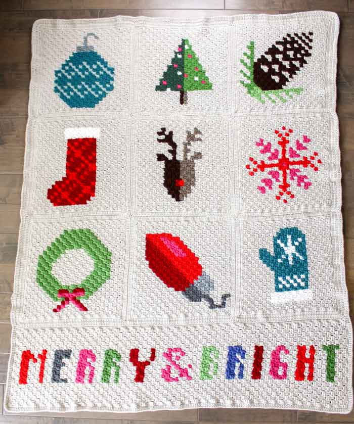 Oh wow! This Christmas graphgan is made with the corner to corner crochet stitch. All these c2c graph patterns are free!