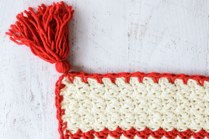 Scandinavian style woven Christmas blanket. This free crochet blanket pattern is made with the Suzette stitch and is great for beginners!