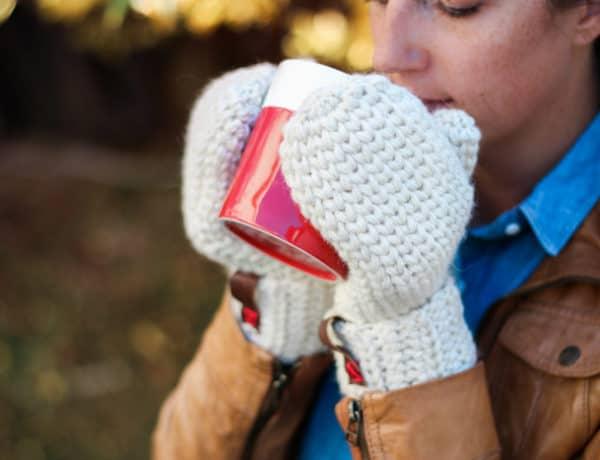 Free crochet mitten pattern using 100% wool. These make a perfect crochet gift idea!