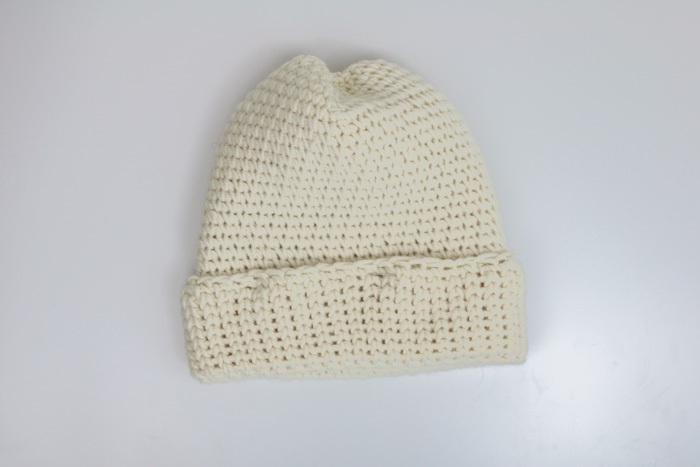 How to crochet a hat for total beginners. Free pattern and tutorial from Make & Do Crew featuring Lion Brand Woolspun yarn.