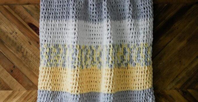 Free Finger Knitting Blanket Pattern + Video for Beginners
