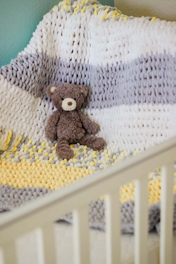 Very easy beginner gender neutral finger knit baby blanket pattern and video tutorial using Lion Brand Off the Hook yarn (similar to Bernat Alize, Red Heart Loop It or other loop yarn. Video tutorial included!
