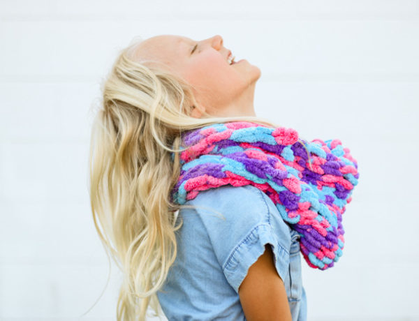 Learn how to finger knit using Lion Brand Off the Hook yarn while you make a very easy finger knitted cowl. This step-by-step video tutorial and free pattern is perfect beginner project for both children (girls and boys), women and men.