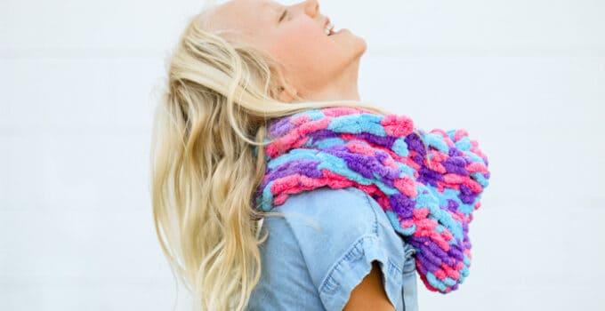 Teaching Kids to Finger Knit – Video Tutorial + Cowl Pattern