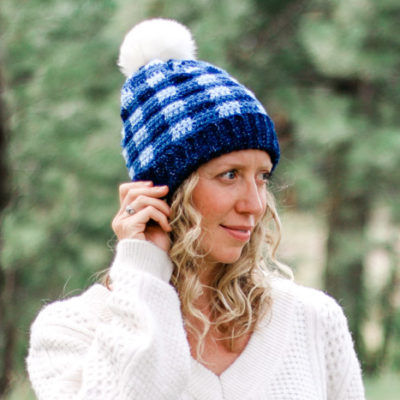 Free crochet plaid beanie pattern and tutorial using Lion Brand Jeans yarn. Easy, fast color changes with very few ends to weave in. Sizes include child (kid), women and men.