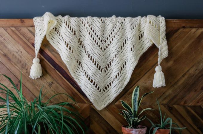 Whisper Chunky Crochet Triangle Scarf – Free Boho-Style Pattern