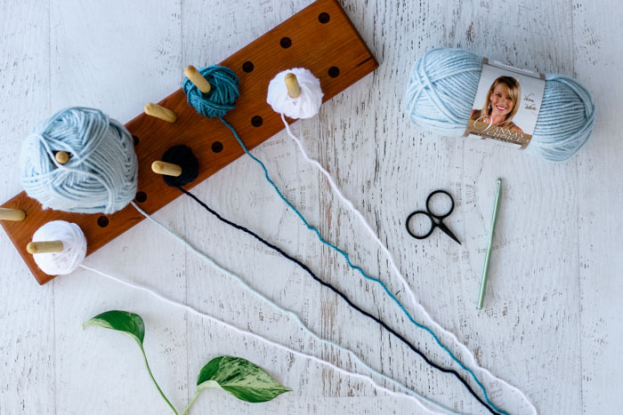 How to keep yarn organized for corner to corner (c2c) crochet.