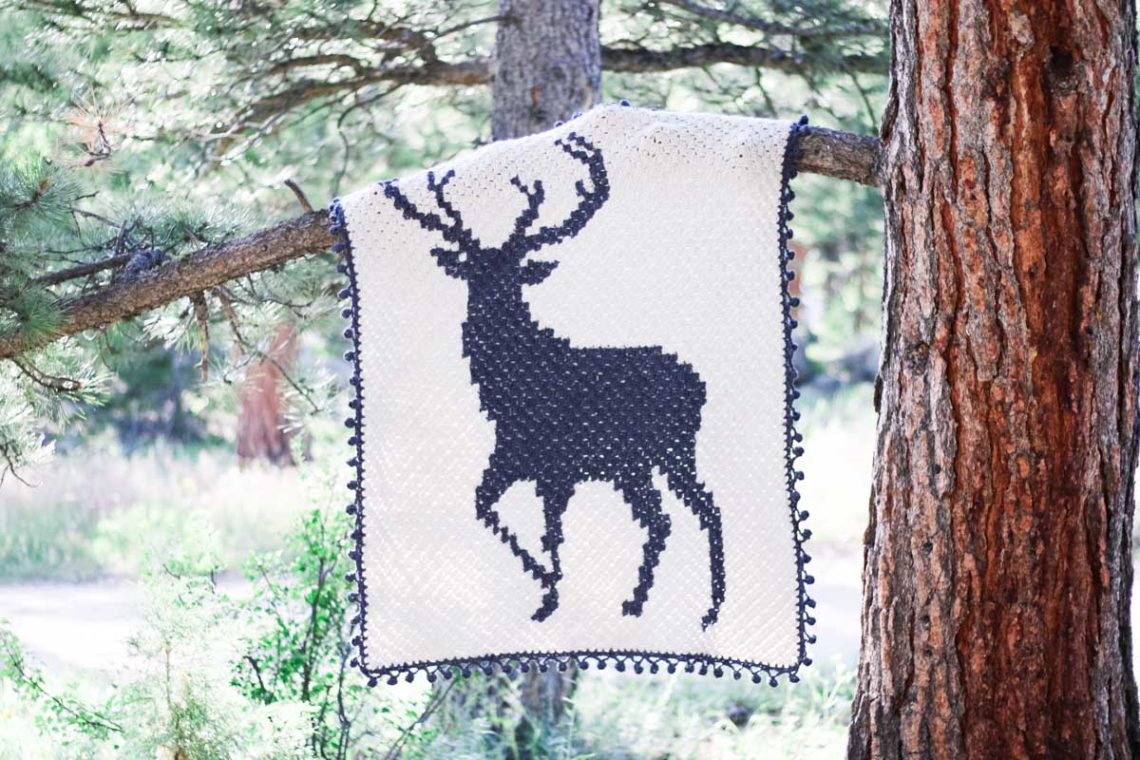 This corner to corner crochet deer graphgan is perfect for Christmas, a rustic nursery or as a gift for your favorite hunter. Free blanket pattern and video tutorials.