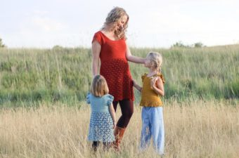 This mommy and me crochet dress pattern is perfect for family photos and holidays. Free pattern + video tutorial.