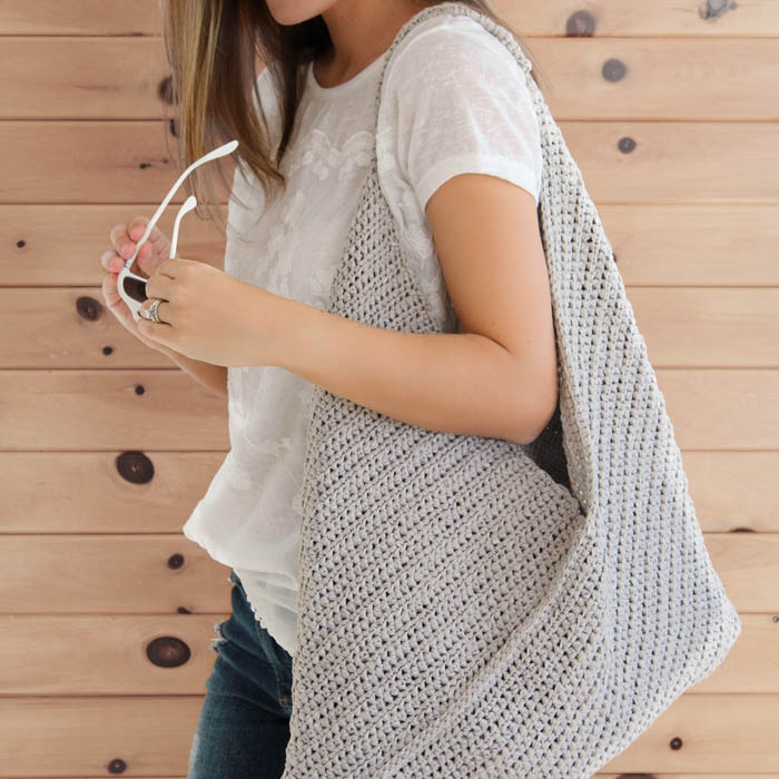 This beginner crochet tote bag is made from a simple rectangle using basic crochet stitches. Video tutorial included!