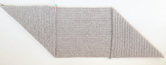 How to make a crocheted market tote bag by folding a simple rectangle.