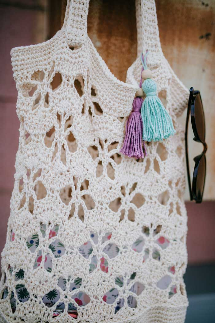 This crochet tote bag with a flower design is the perfect summer bag to haul everything in. Free crochet pattern and step-by-step tutorial!