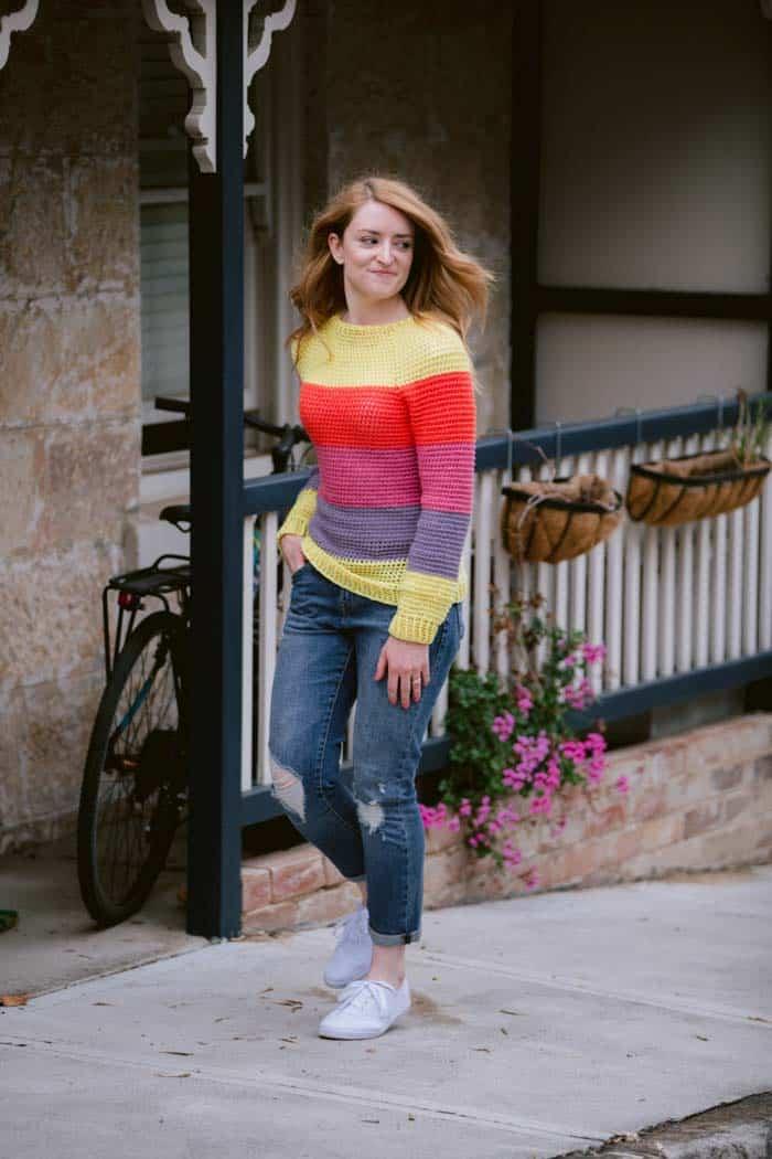 Free crochet pattern for a seamless raglan sweater.