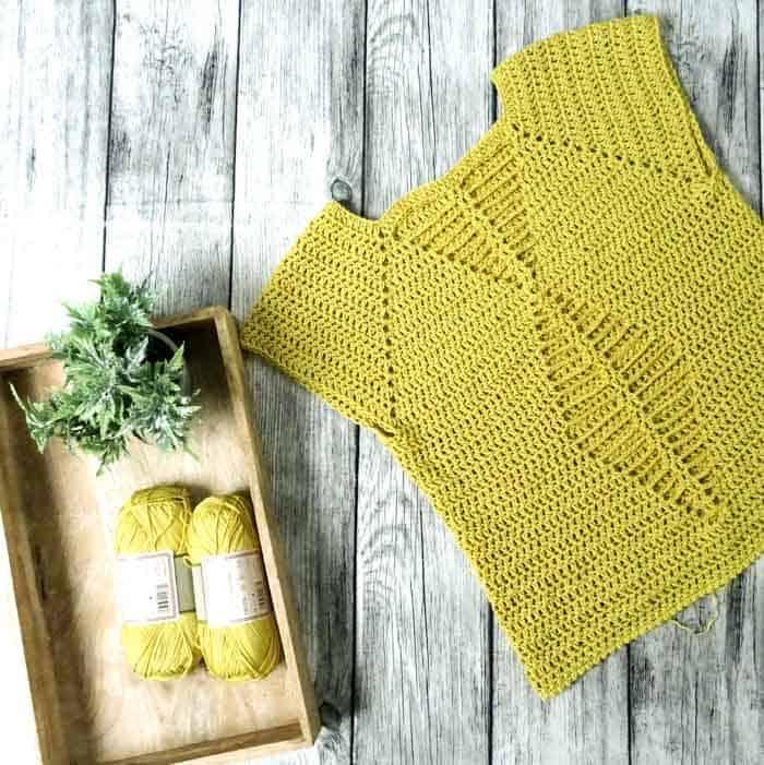 Seamless Raglan Crochet Top - Free Pattern + Tutorial from