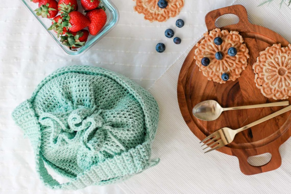 Pack your lunch in style with this cute crochet lunchbox made with Lion Brand 24/7 Cotton yarn. Free pattern and tutorial.