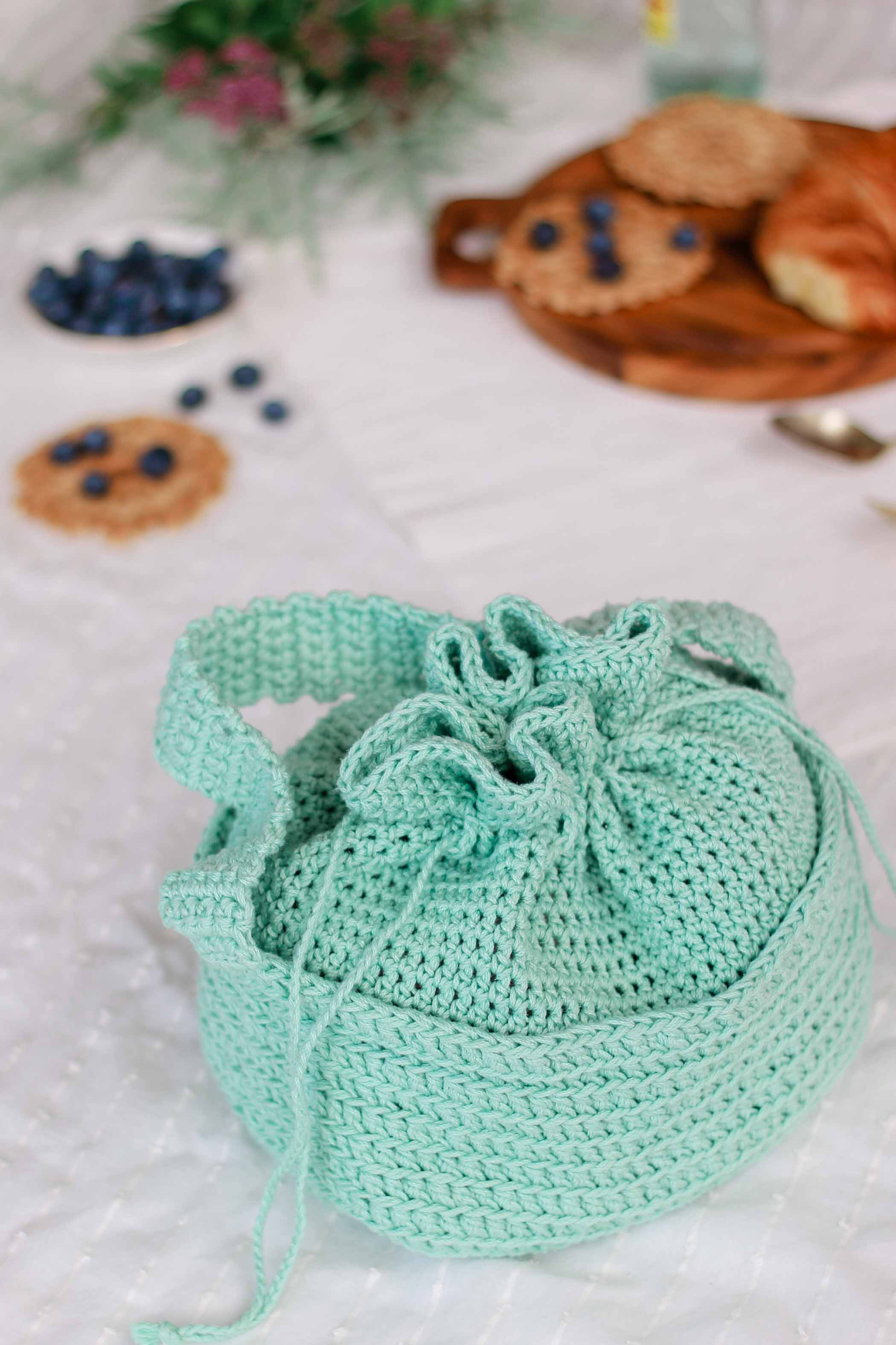 This quick, sturdy cotton bag makes a perfect kids purse or crochet lunch bag! Free pattern and detailed tutorial.