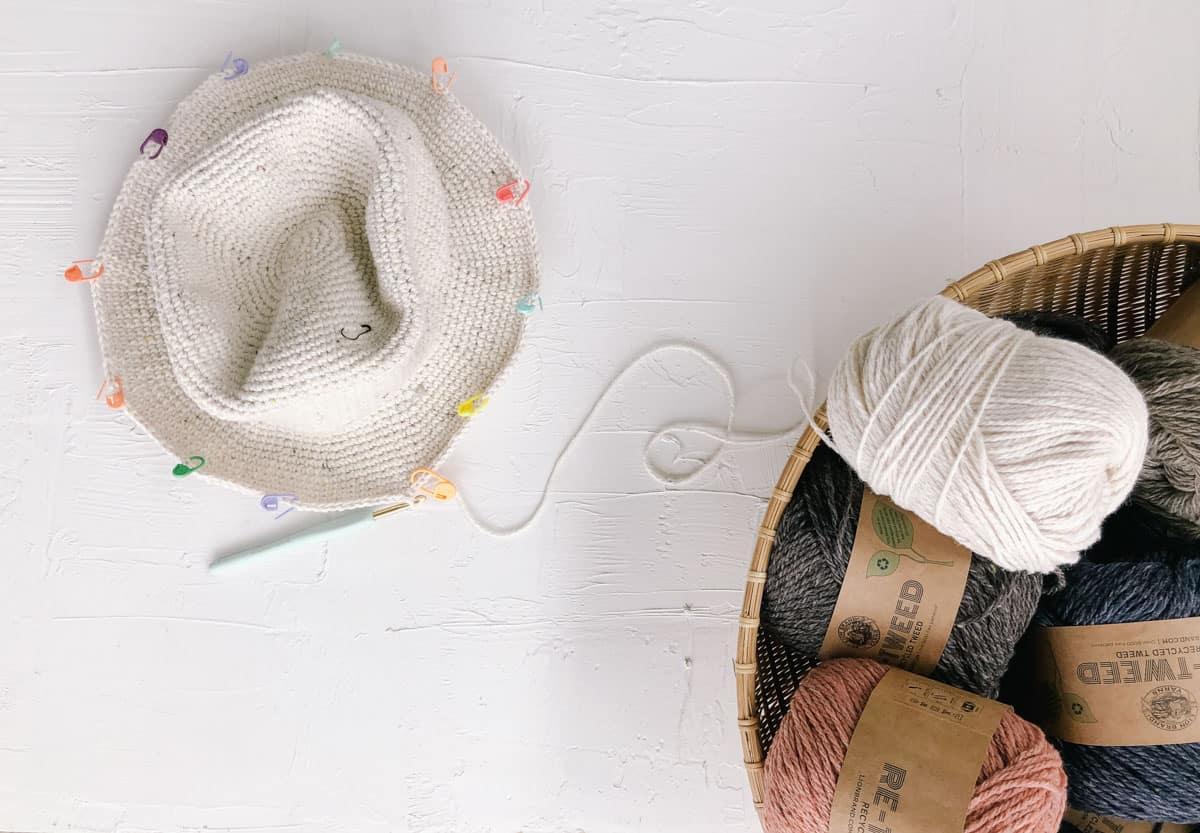 Free Lion Brand Re-Tweed free crochet sun hat pattern with a stiff brim.