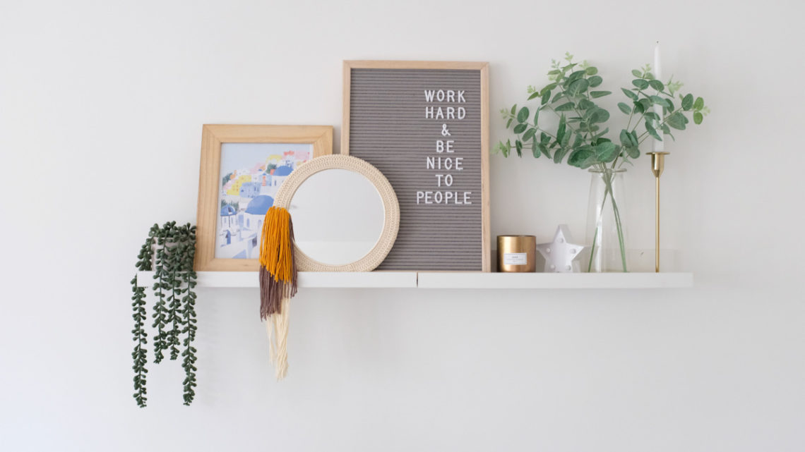 Crochet mirror with tassels made with Lion Brand 24/7 Cotton.